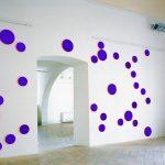Ignazio Gadaleta, Blu oltre, 2002 | opera ambiente per V Premio Scipione, Palazzo Galeotti, Macerata | olio e acrilico fluo su medium density fiber, 27 elementi ∅ 30 x 2 cm, 80 elementi ∅ 20 x 2 cm